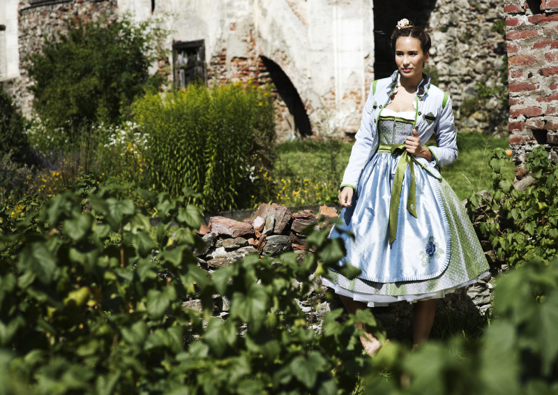 Sportalm Dirndl hellblau mit Petticoat