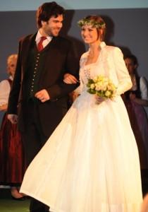 Tostmann Hochzeitsdirndl ganz in Weiß