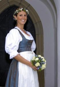 Tostmann Hochzeitsdirndl Hohensalzburg