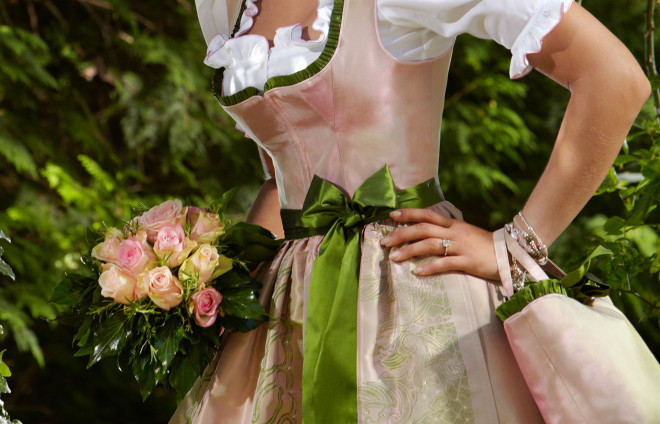Susanne Spatt Brautdirndl gruen-rosa