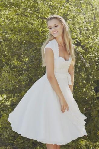 Hochzeitsdirndln des bayrischen Designers Tian van Tastique