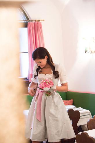 Hochzeitsdirndl kurz in Pastellfarben