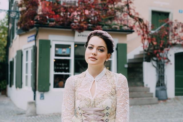 Hochzeitsdirndl mit langarm Spitzenbluse, Dirndl Liebe